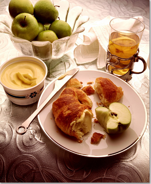 Apples with croissant